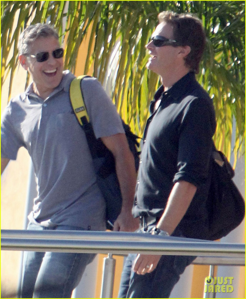 george clooney stacy keibler thanksgiving in mexico 242762386