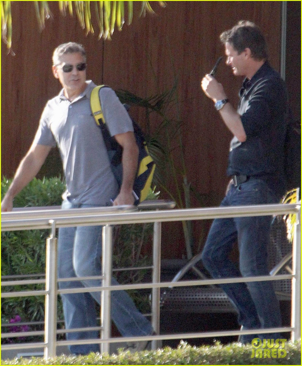 george clooney stacy keibler thanksgiving in mexico 272762389