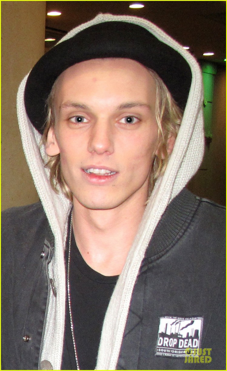 lily collins jamie campbell bower mortal instruments wrap party 02
