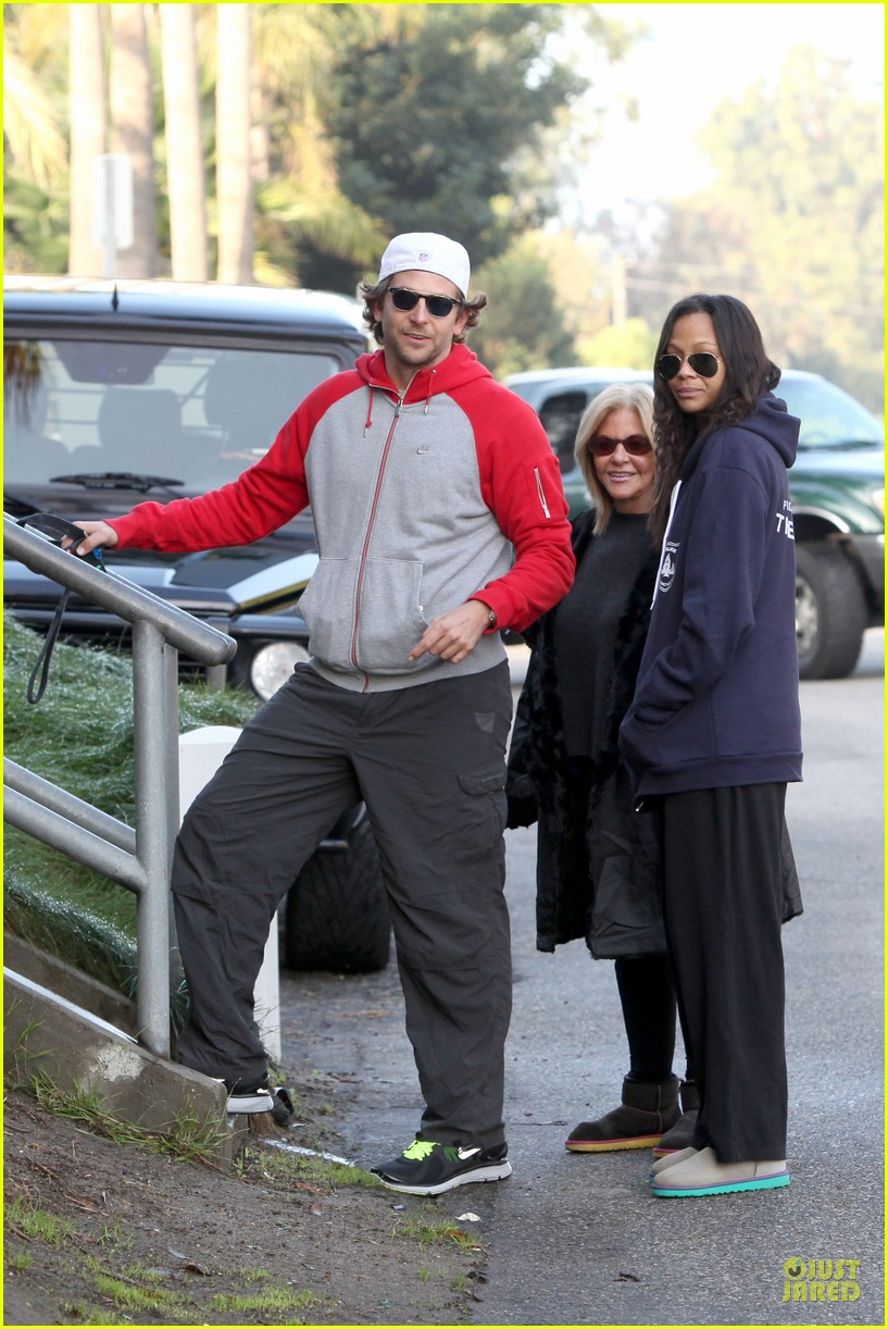 bradley cooper zoe saldana thanksgiving day outing 082763654