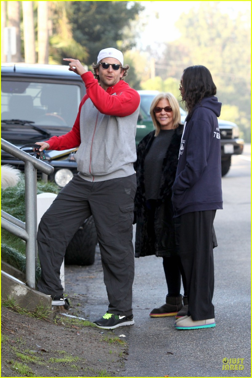 bradley cooper zoe saldana thanksgiving day outing 132763659