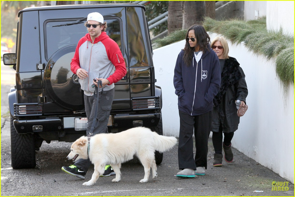 bradley cooper zoe saldana thanksgiving day outing 152763661