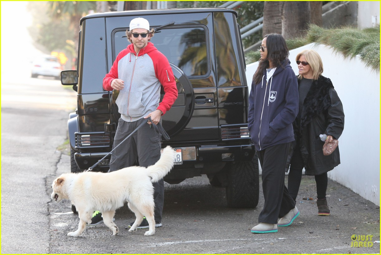 bradley cooper zoe saldana thanksgiving day outing 19