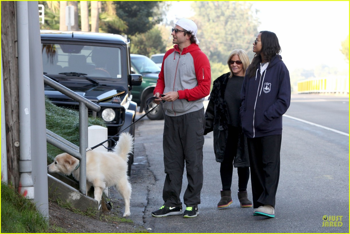 bradley cooper zoe saldana thanksgiving day outing 21