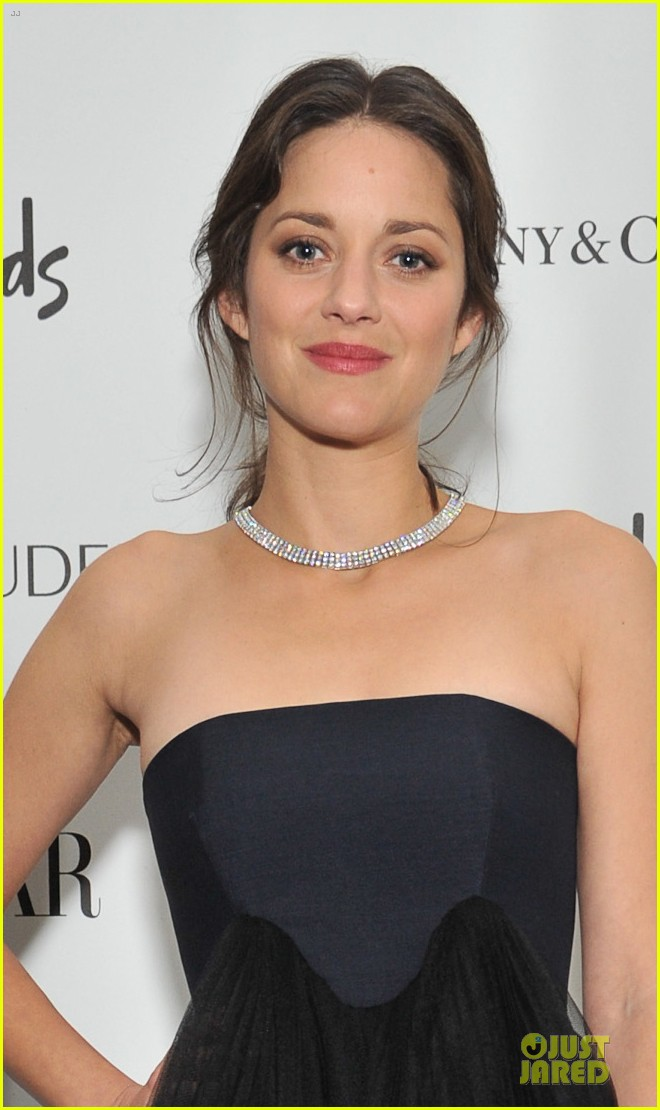 marion cotillard harpers bazaar woman of the year awards 062749217