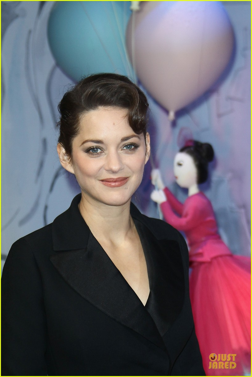 marion cotillard christmas illuminations launch 02
