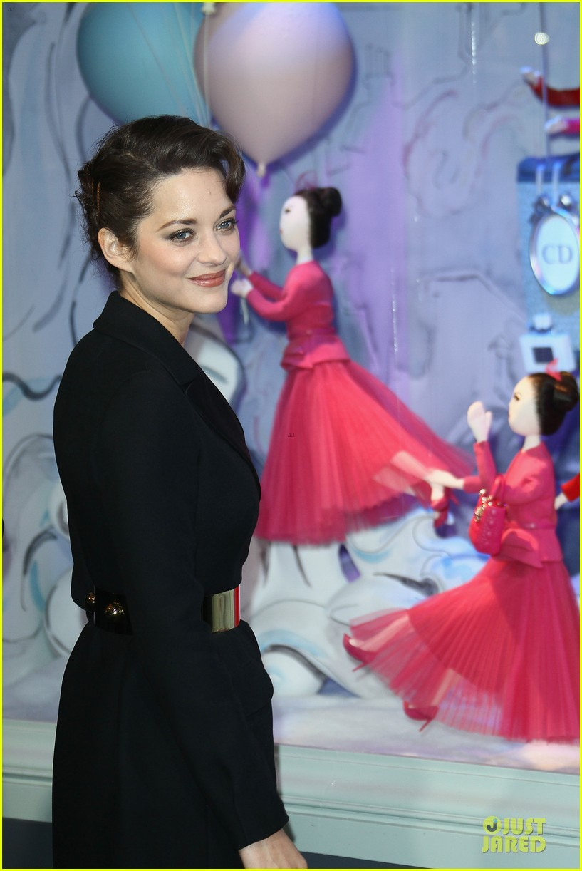 marion cotillard christmas illuminations launch 04