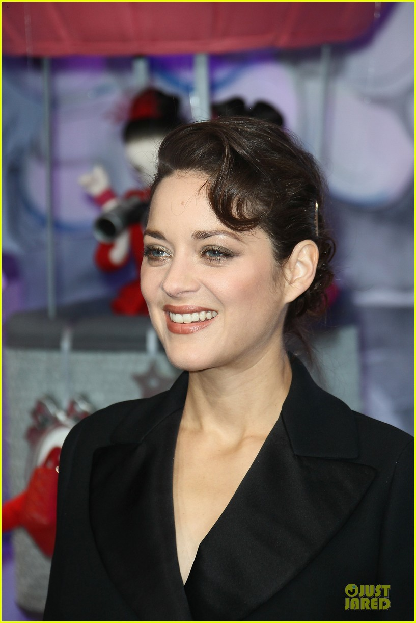 marion cotillard christmas illuminations launch 07
