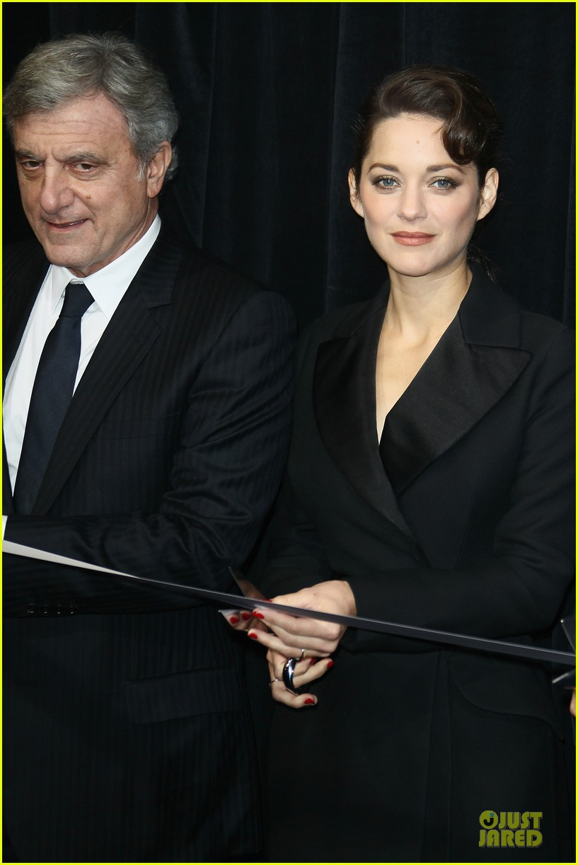 marion cotillard christmas illuminations launch 14
