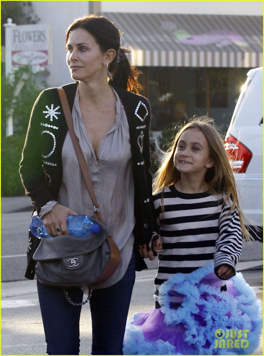 courteney cox coco halloween shopping fun 04