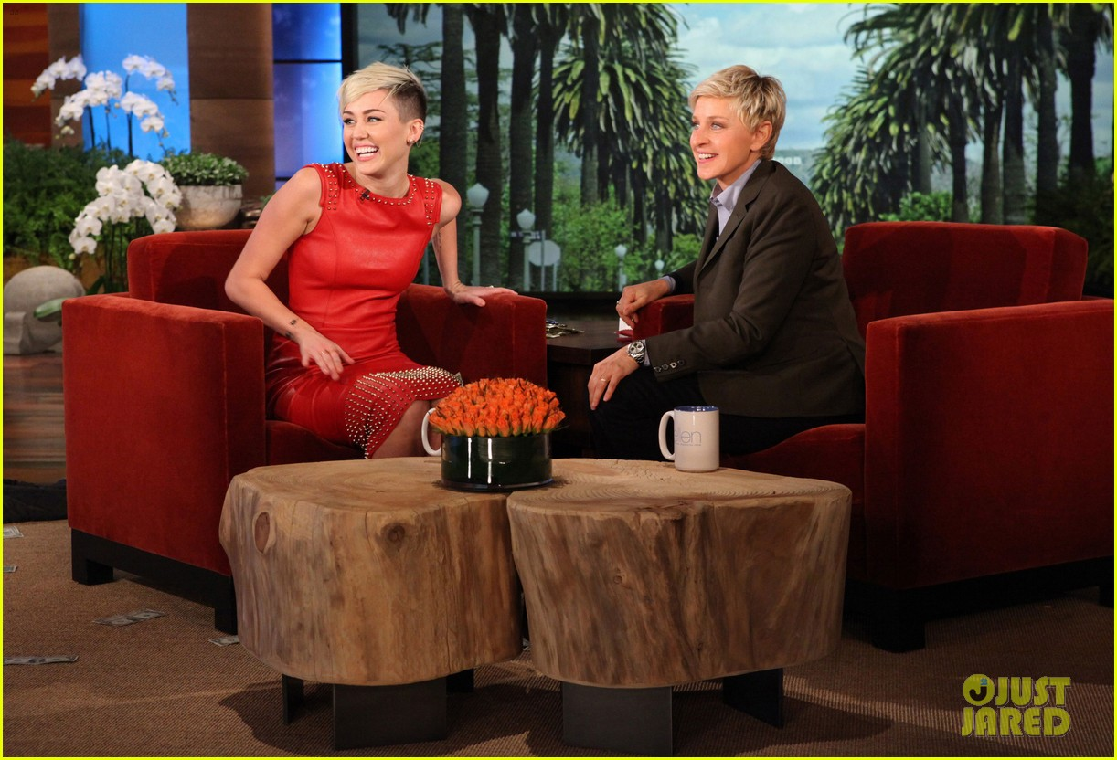 miley cyrus gets lap dance at ellen bachelorette party 02