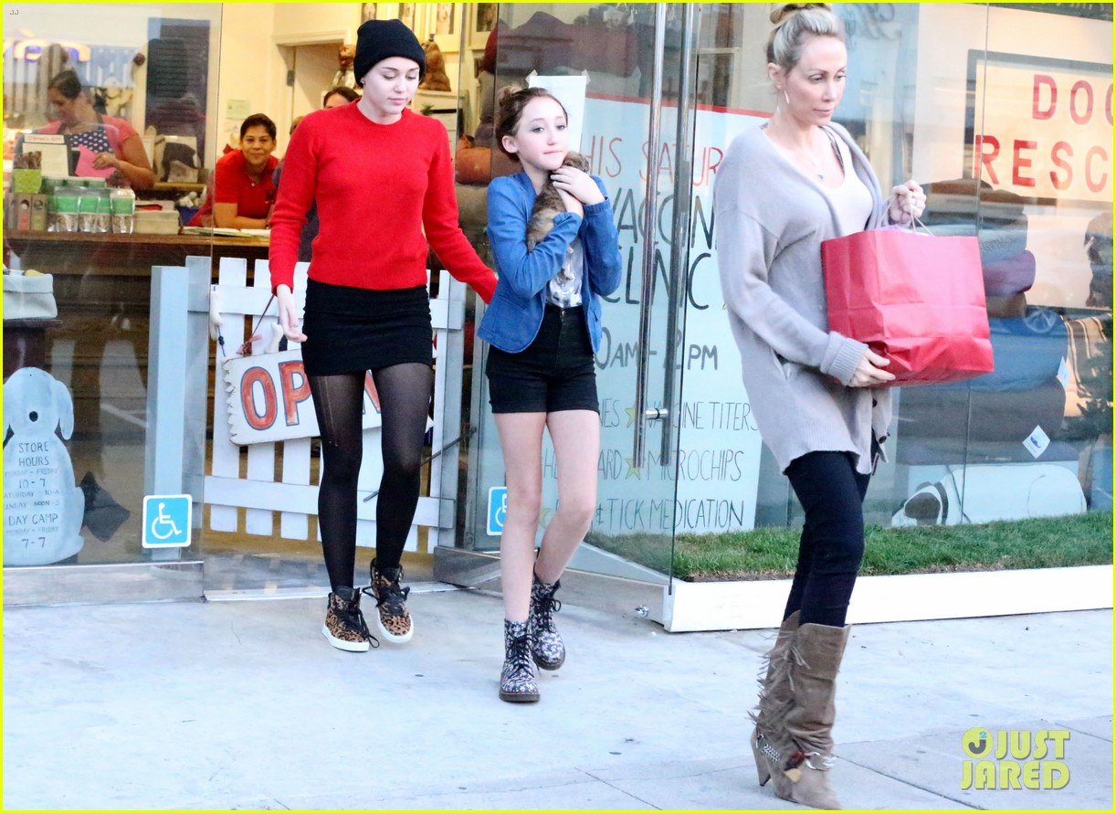 miley cyrus introduces new pup penny lane 142764527