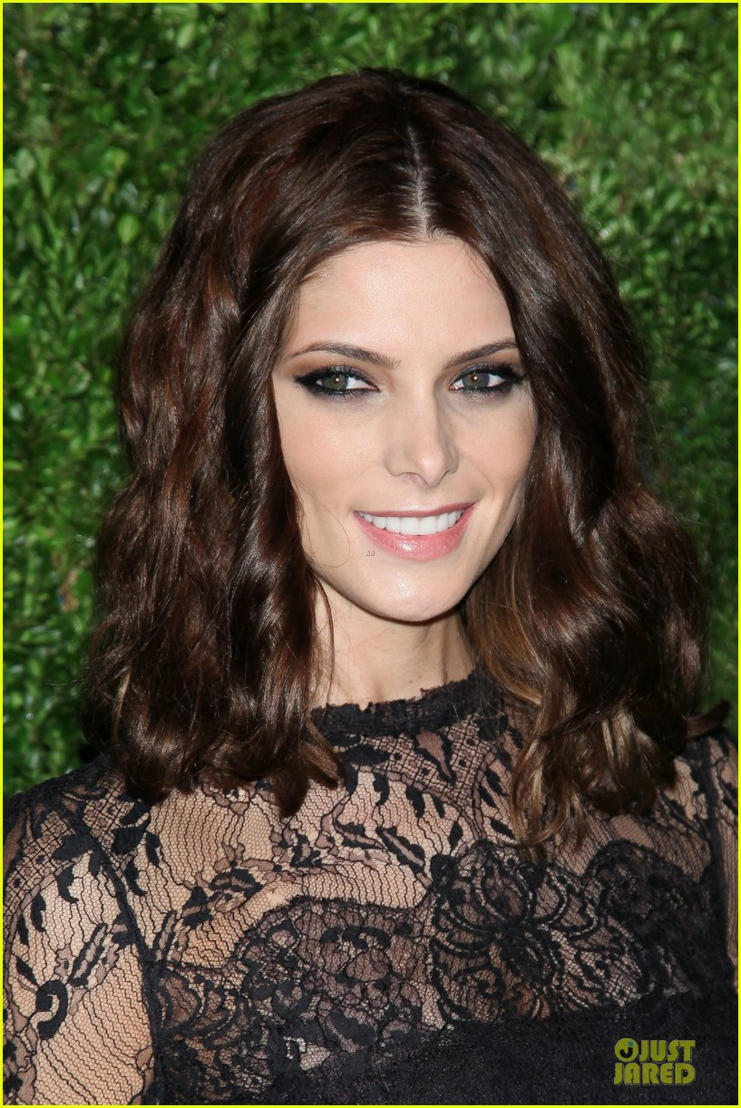 ashley greene dakota fanning cfda vogue fashion fund awards 112757005