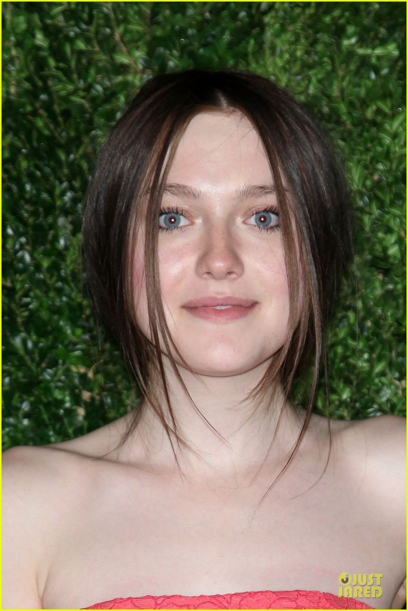 ashley greene dakota fanning cfda vogue fashion fund awards 152757009