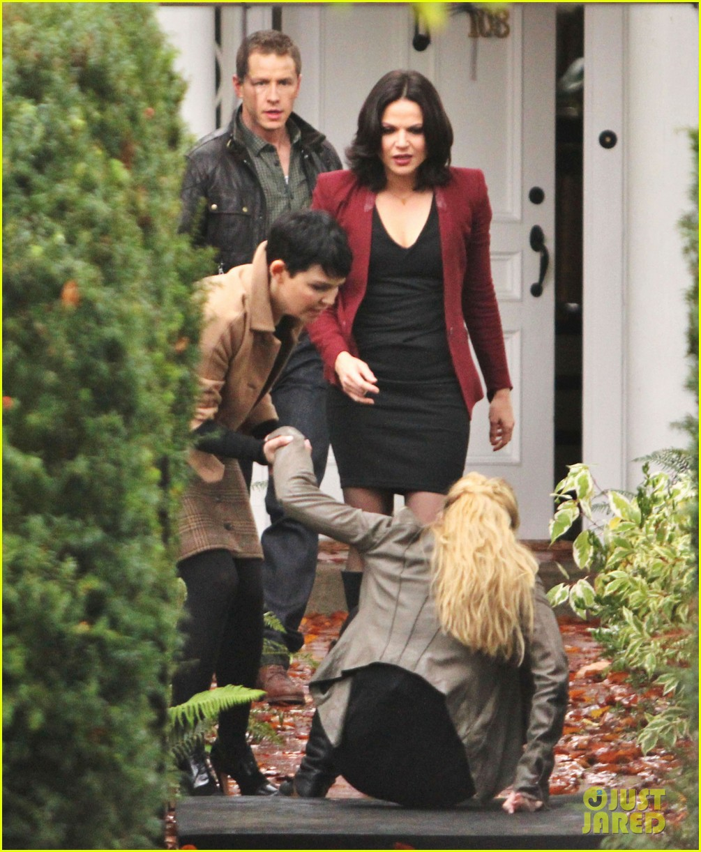 josh dallas protects ginnifer goodwin on once upon a time set 032749338