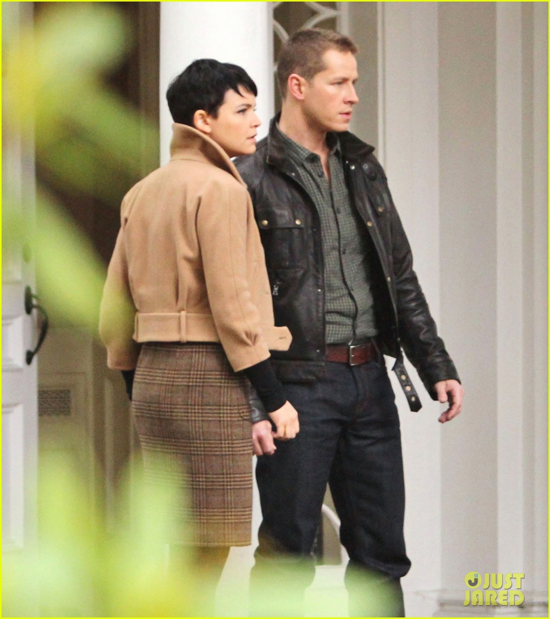 josh dallas protects ginnifer goodwin on once upon a time set 072749342