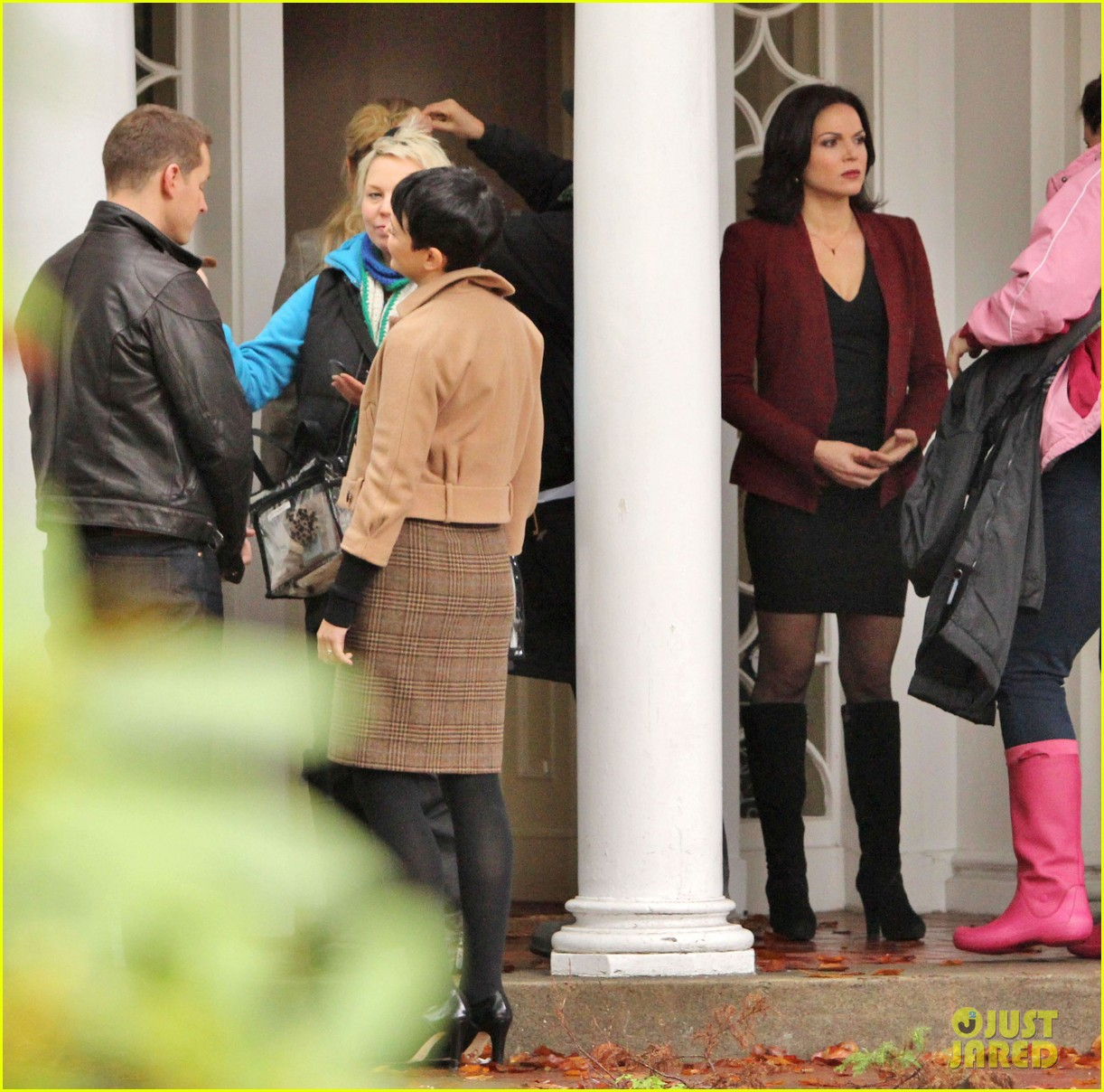 josh dallas protects ginnifer goodwin on once upon a time set 092749344