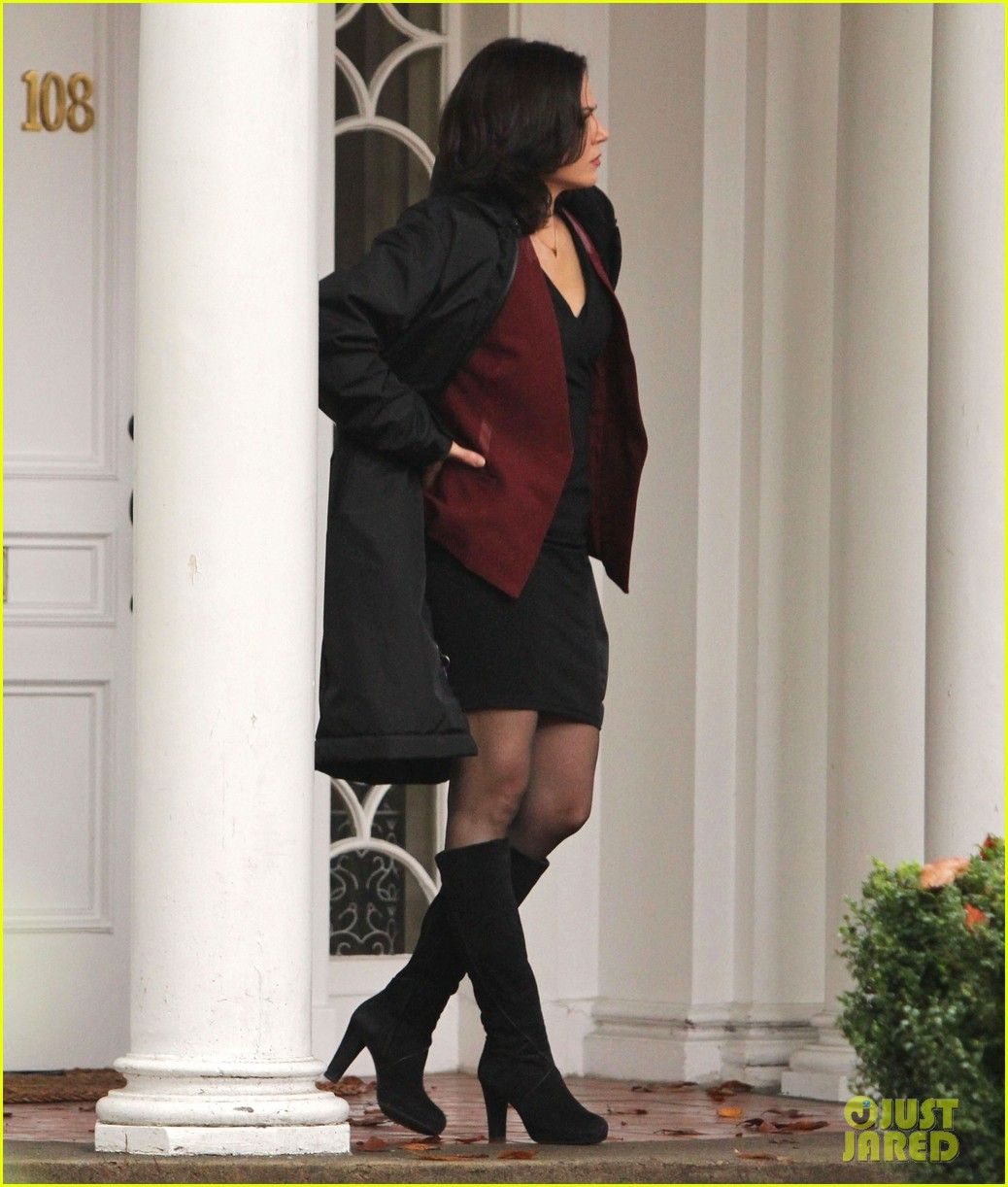 josh dallas protects ginnifer goodwin on once upon a time set 15