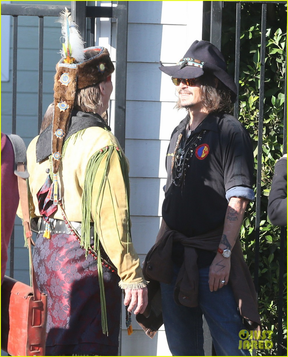 johnny depp plays daddy at school fundraiser 082761520
