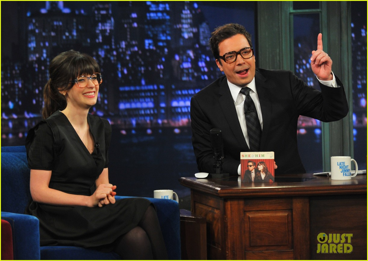 zooey deschanel late night with jimmy fallon appearance 032761266