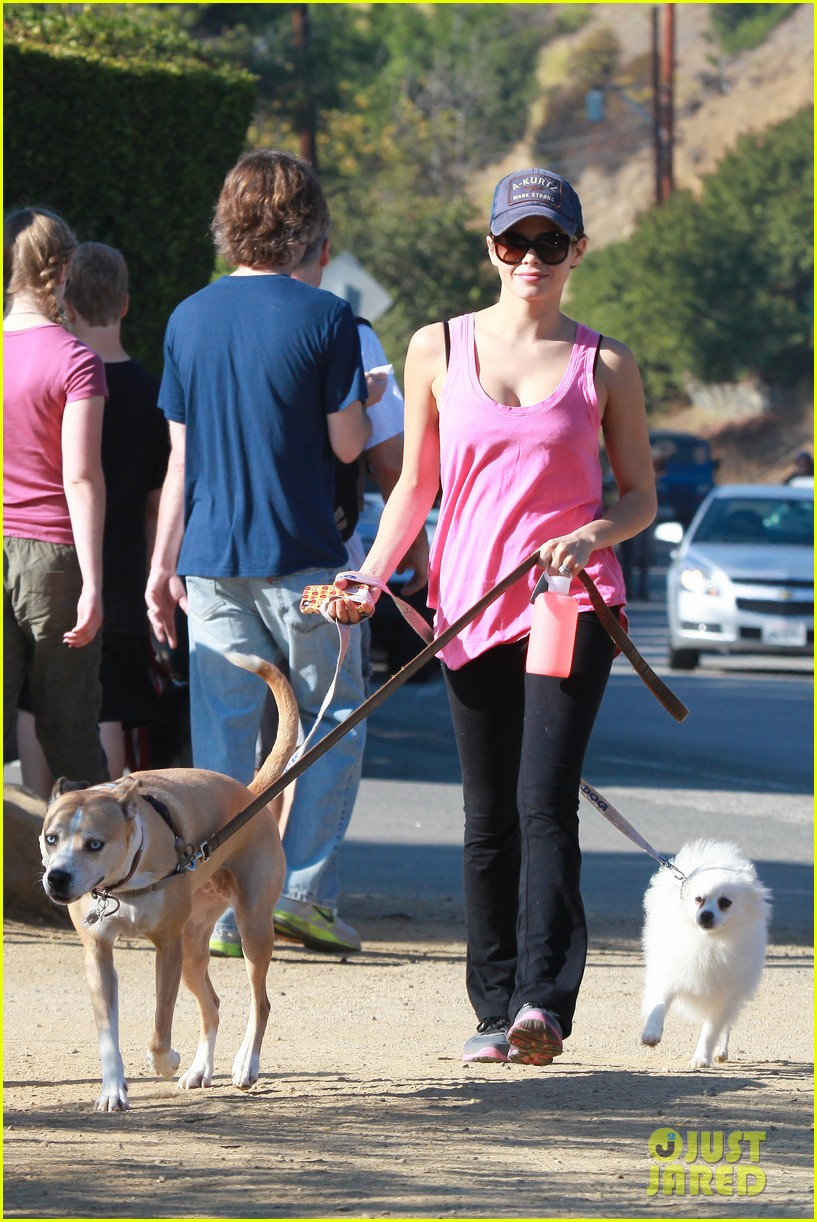 jenna dewan runyon canyon dog hike 062764044