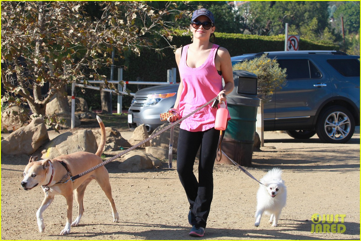 jenna dewan runyon canyon dog hike 092764047