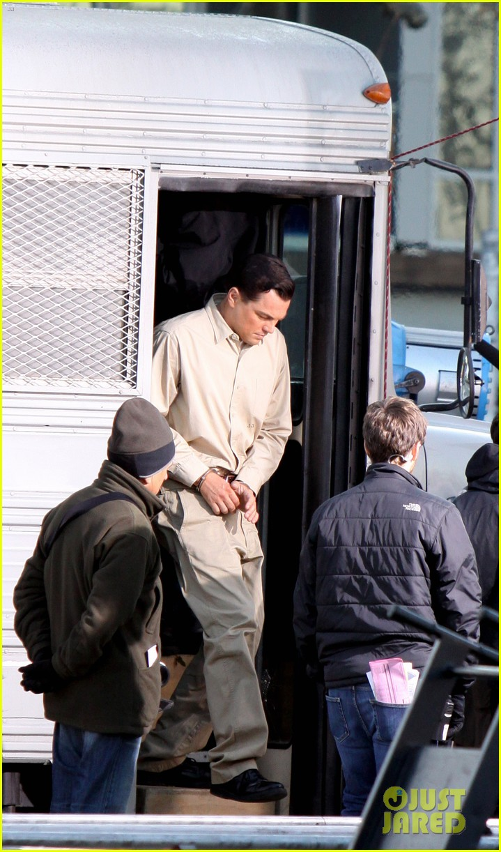 leonardo dicaprio handcuffed inmate on set 032757643