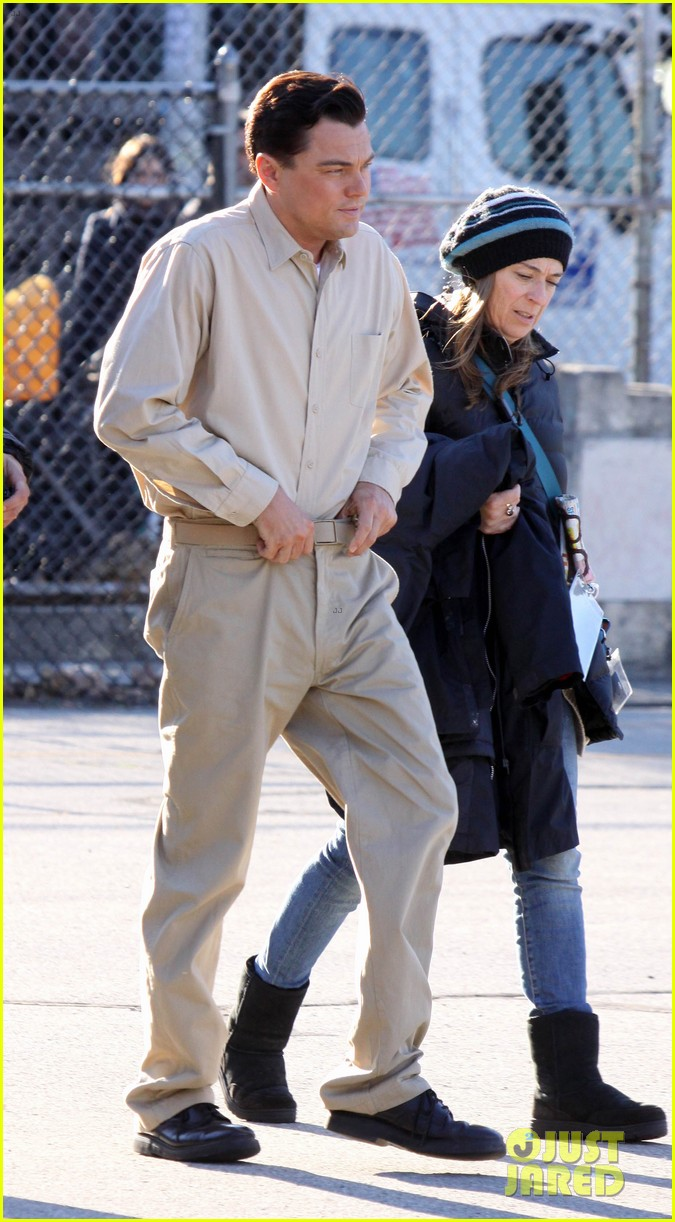leonardo dicaprio handcuffed inmate on set 052757645