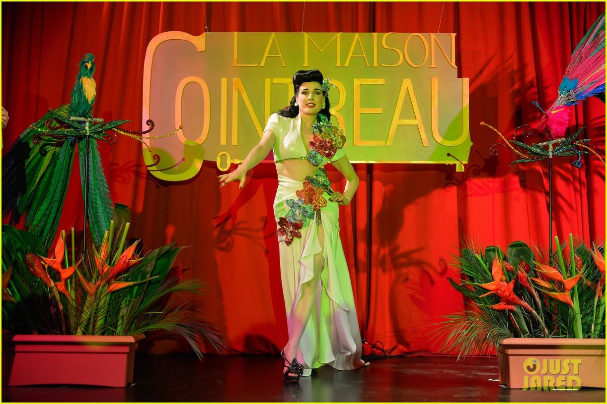 dita von teese la maison cointreau burlesque performance 032758929