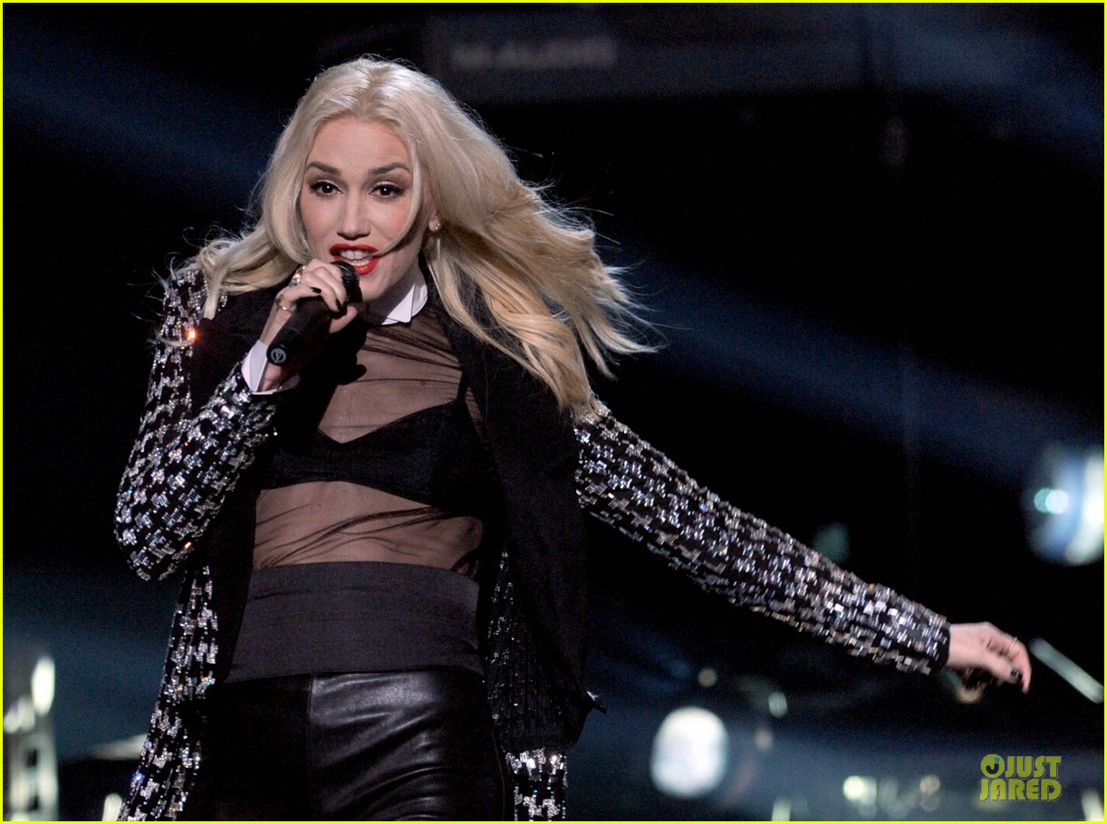 no doubt looking hot amas performance 042760392
