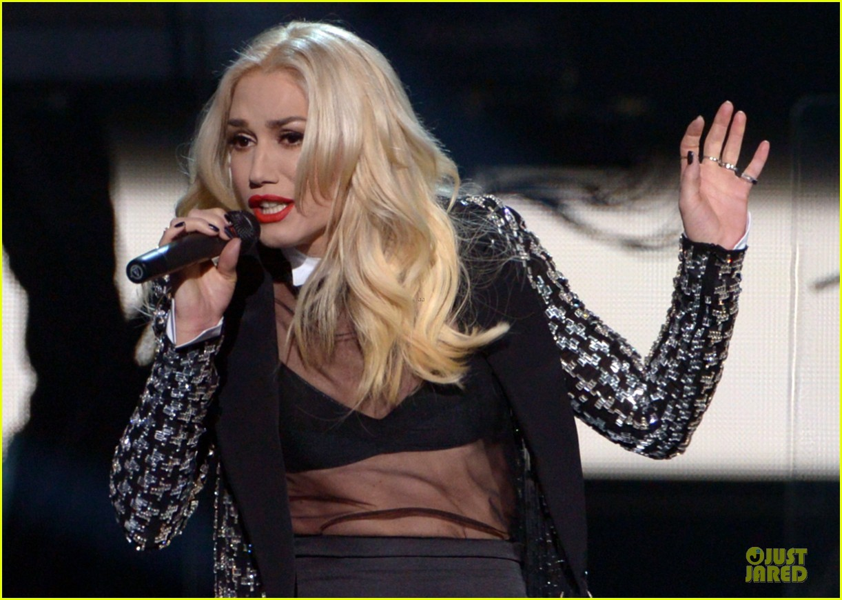no doubt looking hot amas performance 052760393