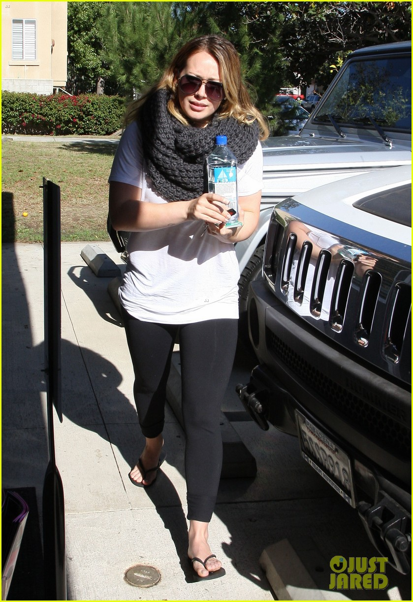 hilary duff pilates class after canada trip 01