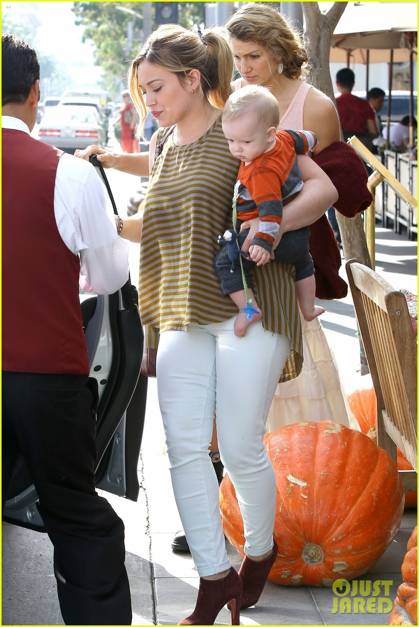 hilary duff baby luca is crawling photo 2749234