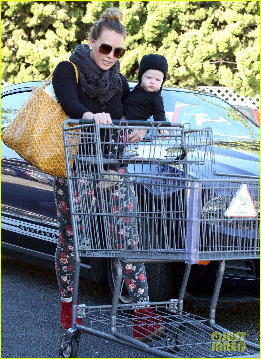 hilary duff bristol farms shopping with luca 15