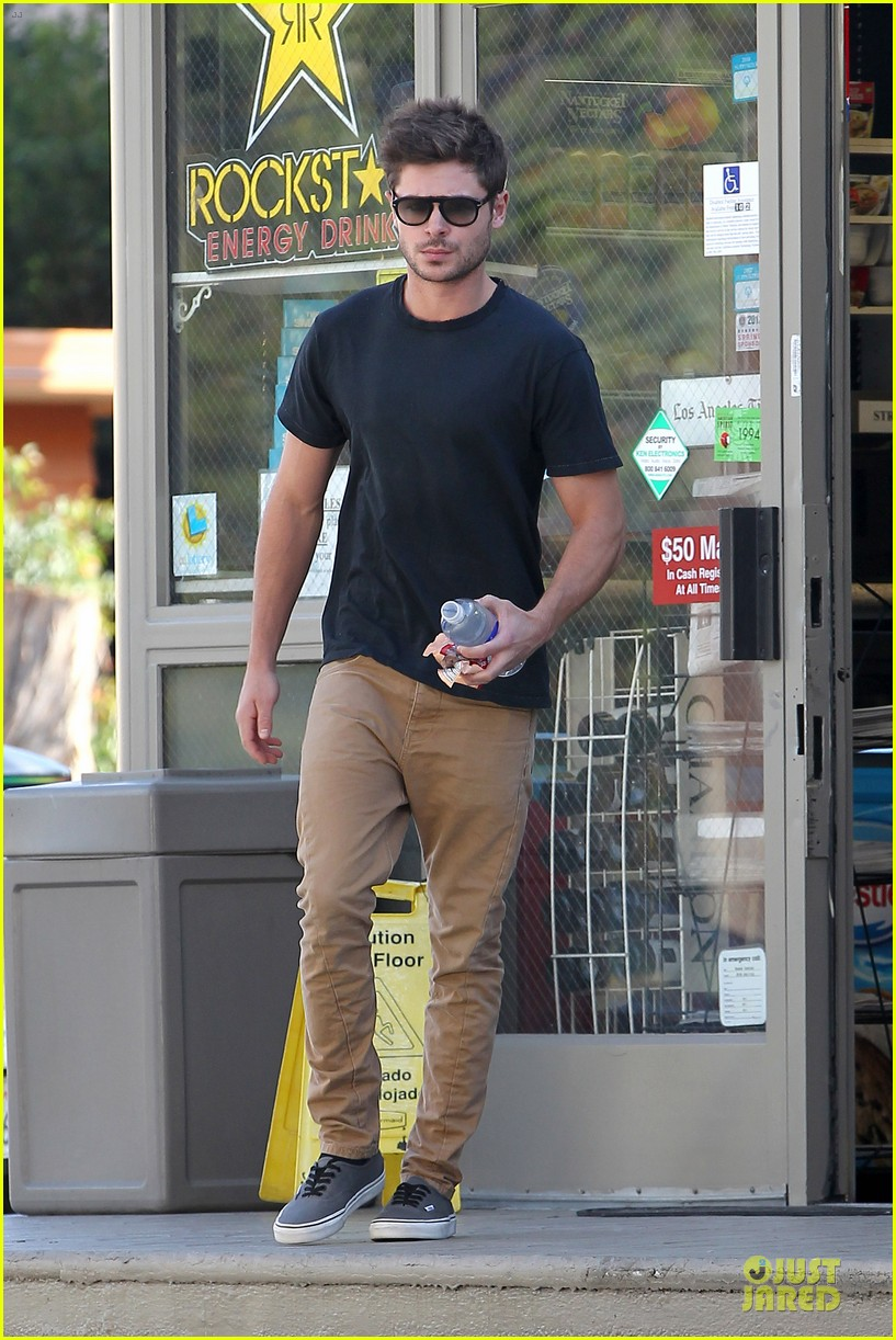 zac efron peoples choice awards nominee 122759144