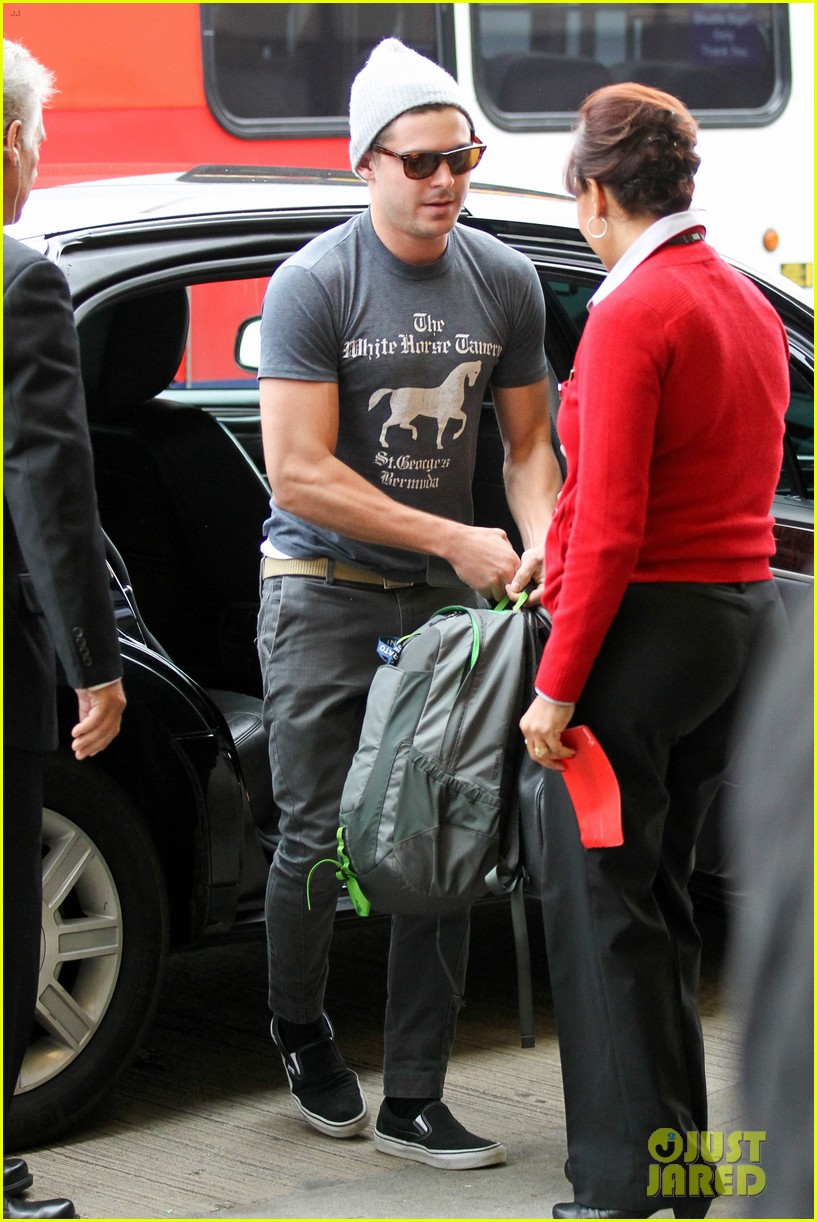zac efron leaves rainy los angeles 132766253