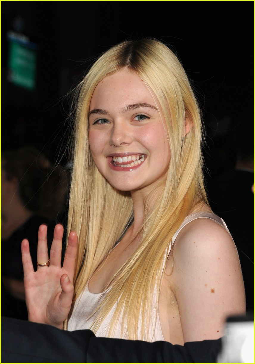 elle fanning twilight breaking dawn premiere 02