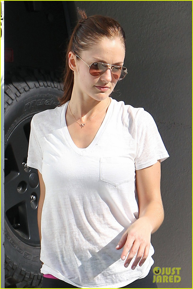 chris evans films splintered thing minka kelly works out 042761543