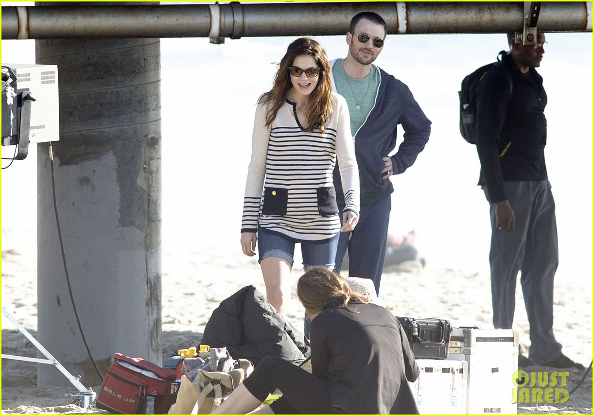 chris evans films splintered thing minka kelly works out 112761550
