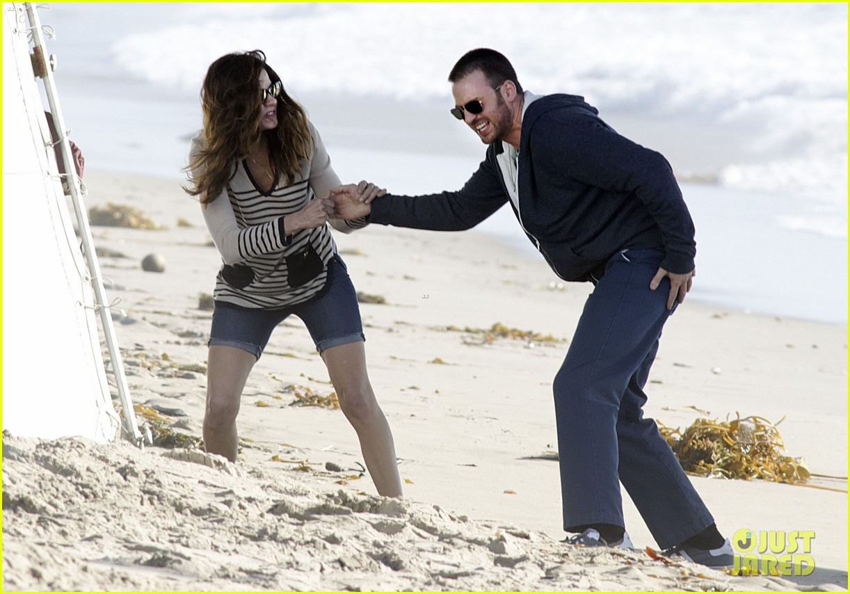 chris evans films splintered thing minka kelly works out 13
