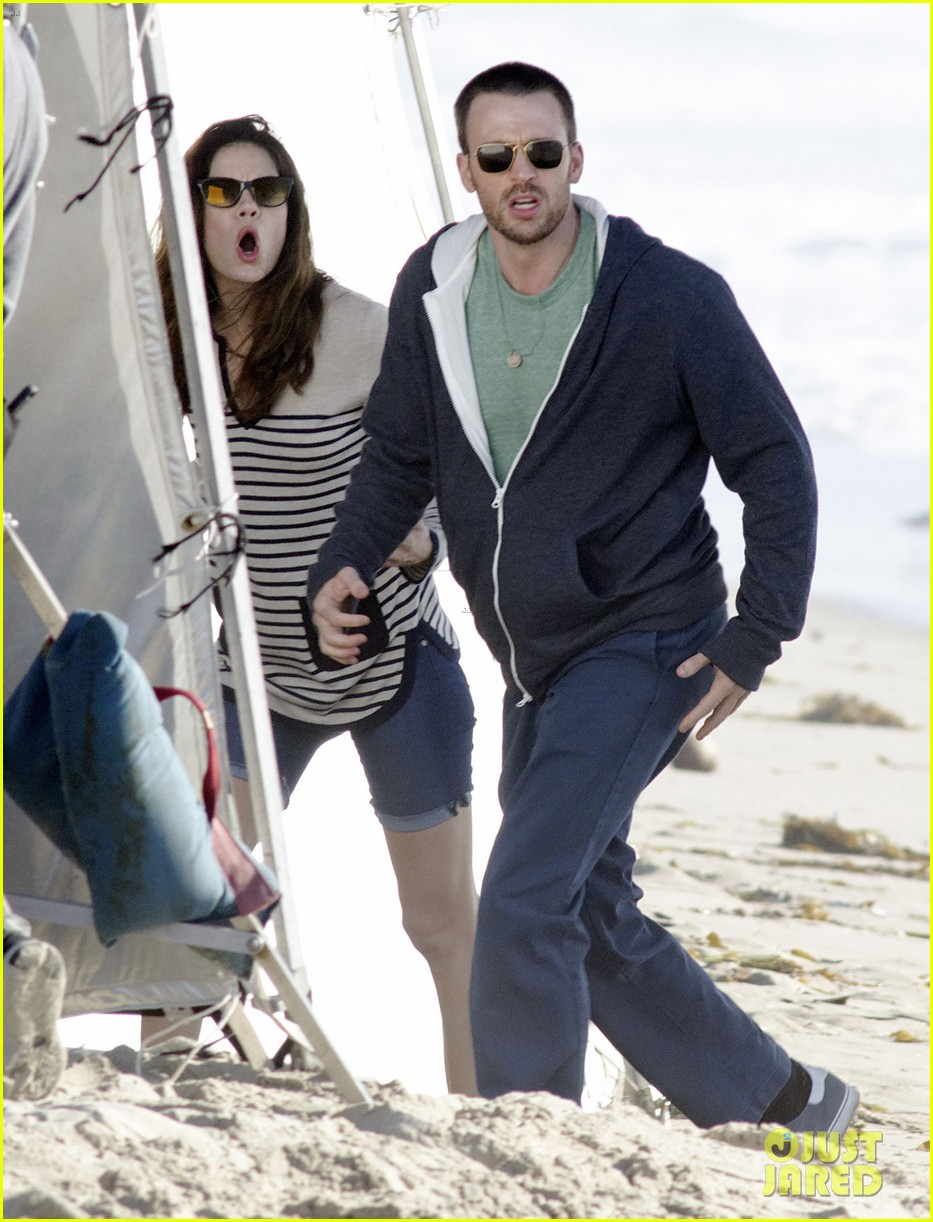 chris evans films splintered thing minka kelly works out 192761558