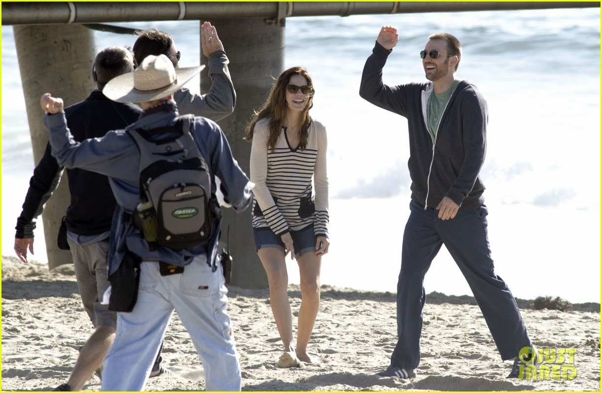 chris evans films splintered thing minka kelly works out 222761561