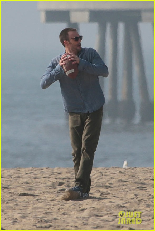 chris evans football on a many splintered thing set 01