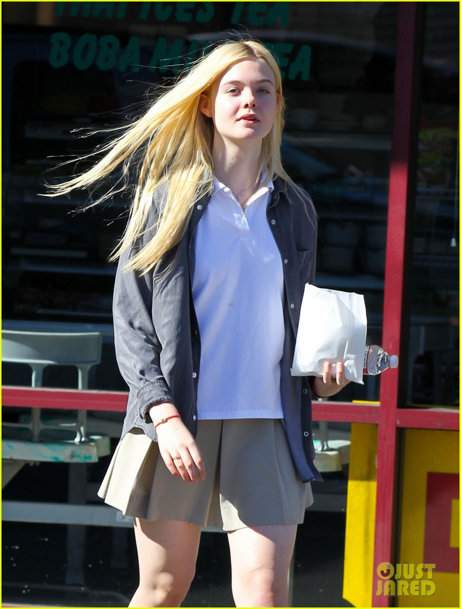elle fanning showing some leg 08
