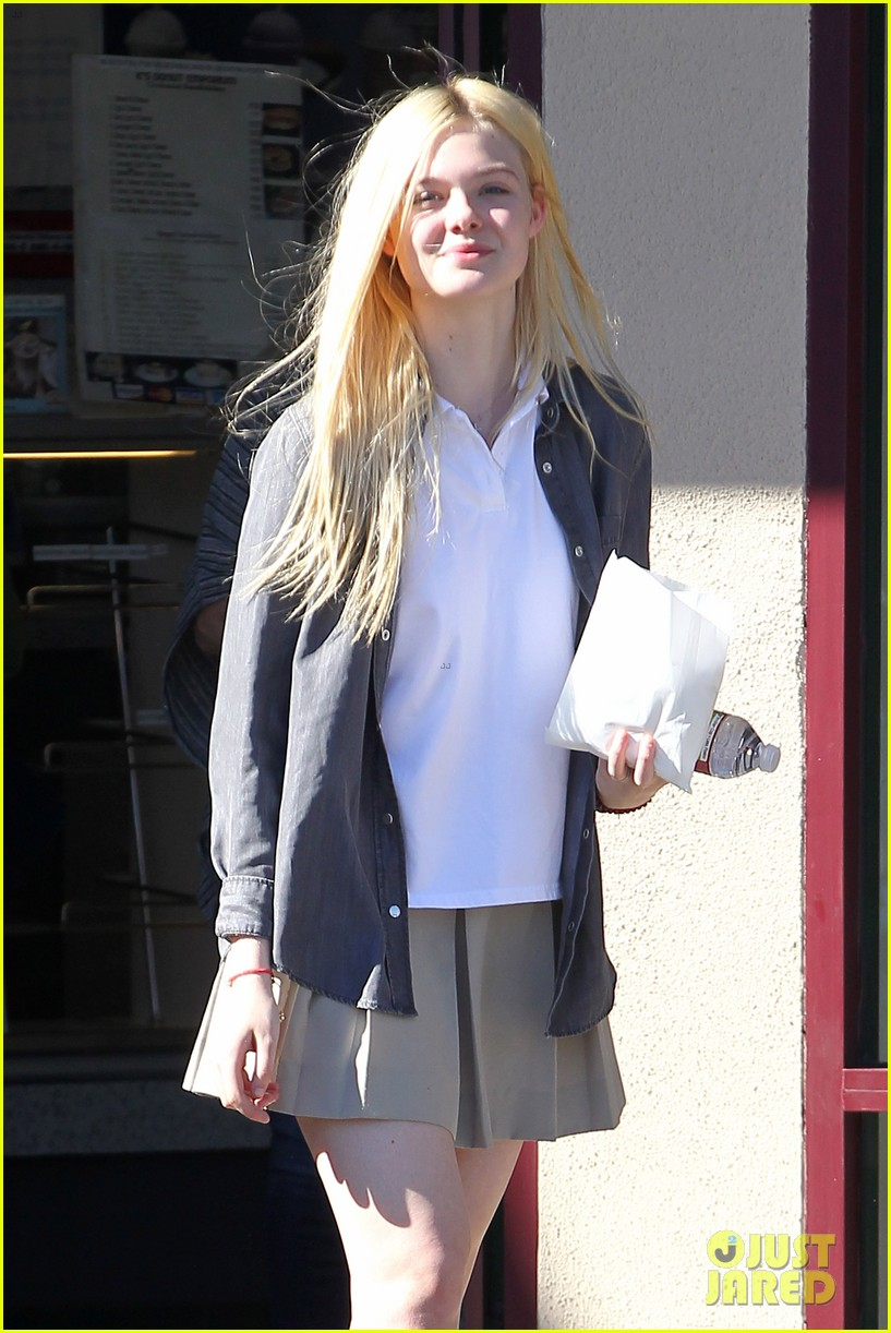 elle fanning showing some leg 152757806