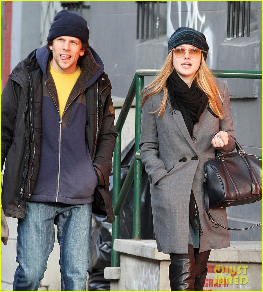 dakota fanning soho stroll with jesse eisenberg 01