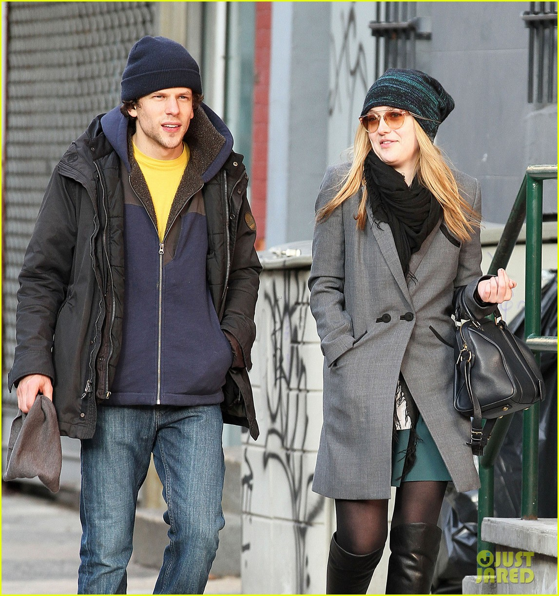 dakota fanning soho stroll with jesse eisenberg 06