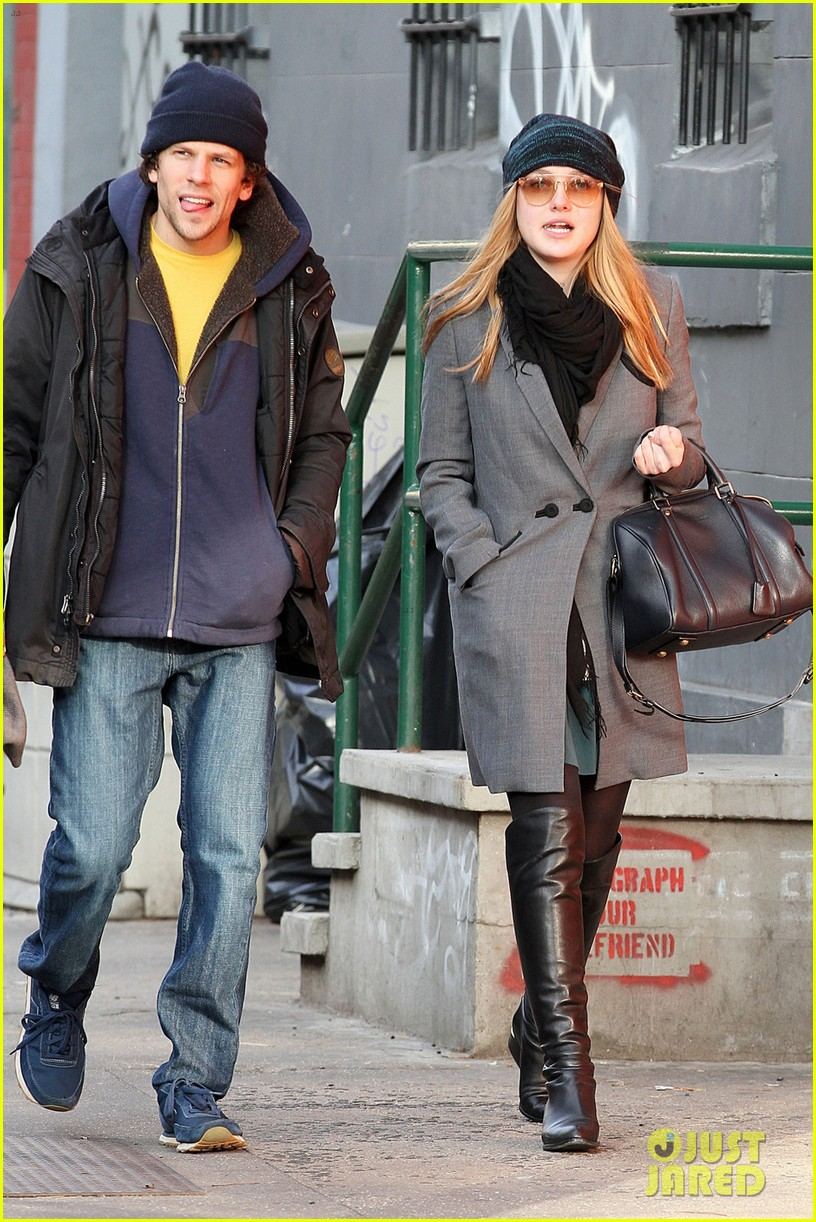 dakota fanning soho stroll with jesse eisenberg 072765969