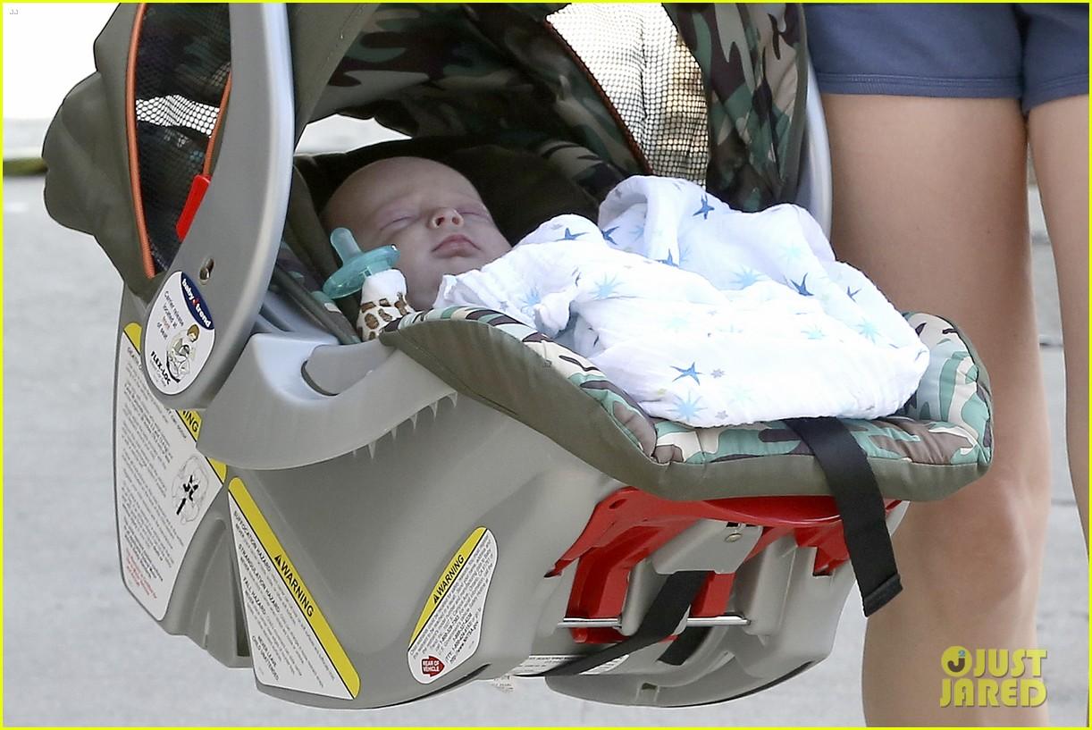anna faris baby jack check up 032752804