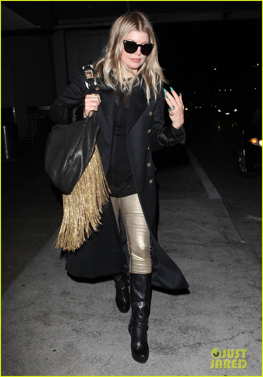 fergie pointy green nails at lax 052749793